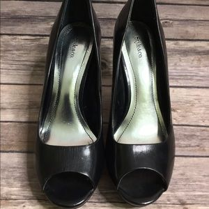 Perfect peep toe leather heels size 6 1/2